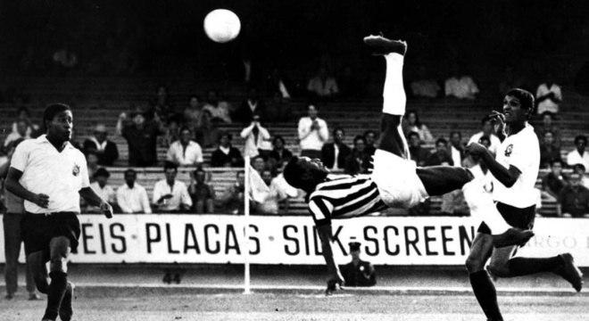 56531af730 Pelé homenageia gol de bicicleta de CR7 em sua conta no Twitter ...