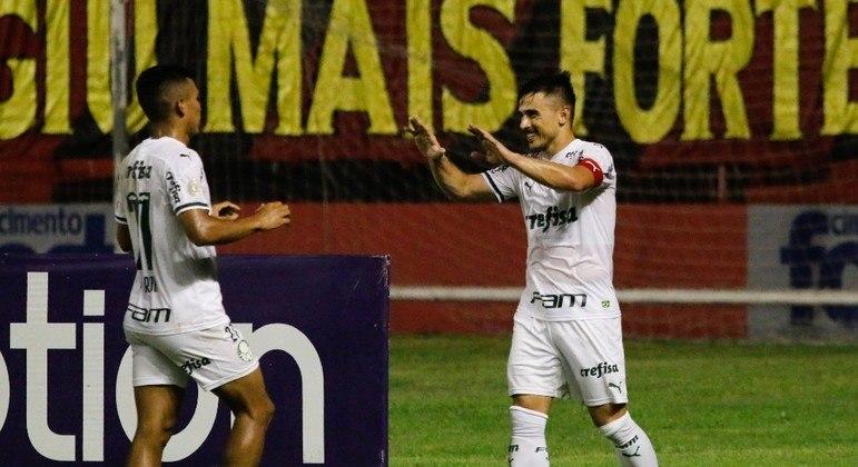 Palmeiras vence fora de casa e se aproxima do G4