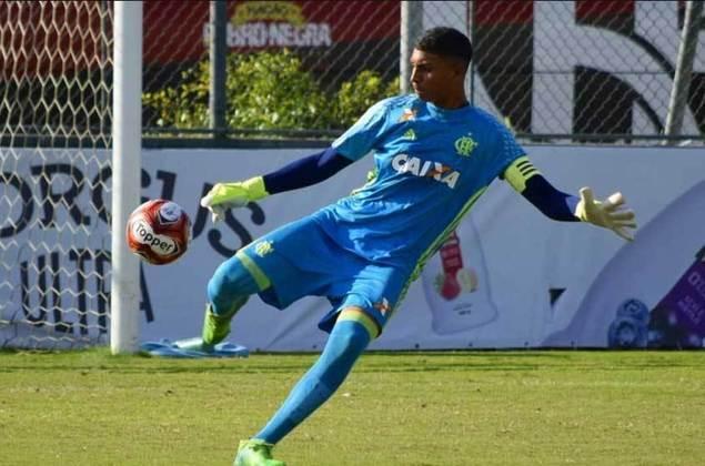 Goleiro: Dyogo nasceu em 2004. No Flamengo desde o Sub-14, ele é um dos sobreviventes da tragédia do Ninho. Seu contrato é válido até 2023. Vale destacar que o goleiro soma passagens pela Seleção Sub-17.