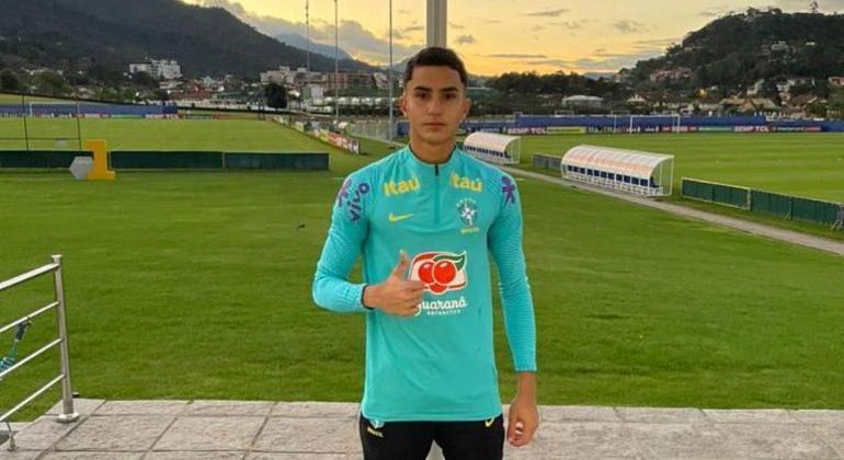 Davi Rocha se destaca na base do Fluminense e foi convocado para a seleção sub-15