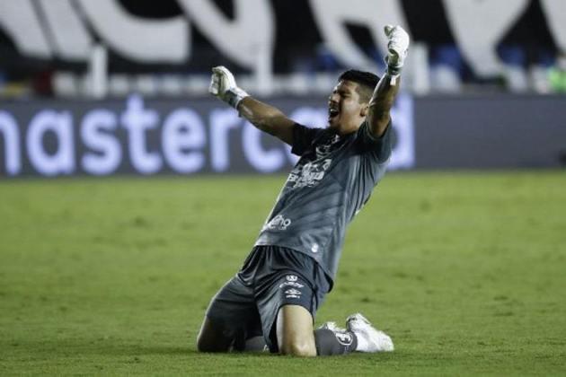 GOLEIRO: João Paulo (Santos) – Começou a temporada como terceira opção no banco do Santos, mas assumiu a meta do Peixe após a saída de Everson e a lesão de Vladimir. Com grandes atuações na Libertadores e no Brasileiro, alternou a posição com John, mas recuperou a titularidade no início de 2021