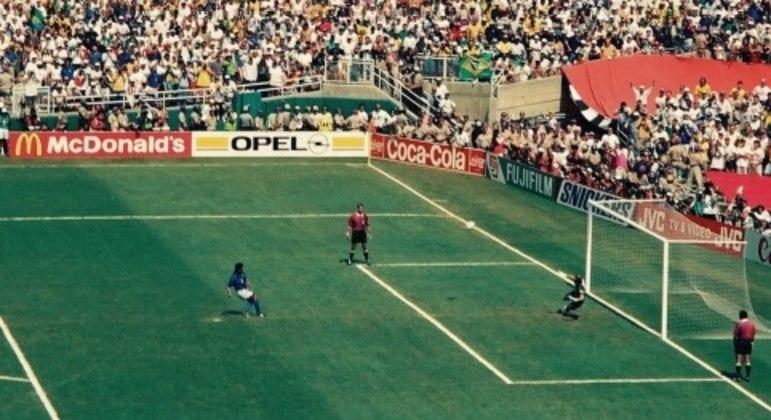 Taffarel e o pênalti perdido pelo italiano Baggio na final da Copa de 1994
