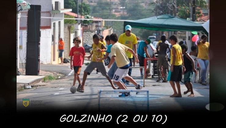 Golzinho: Modalidade disputada no asfalto, descalço e com a regra básica de 2 gols ou 10 minutos