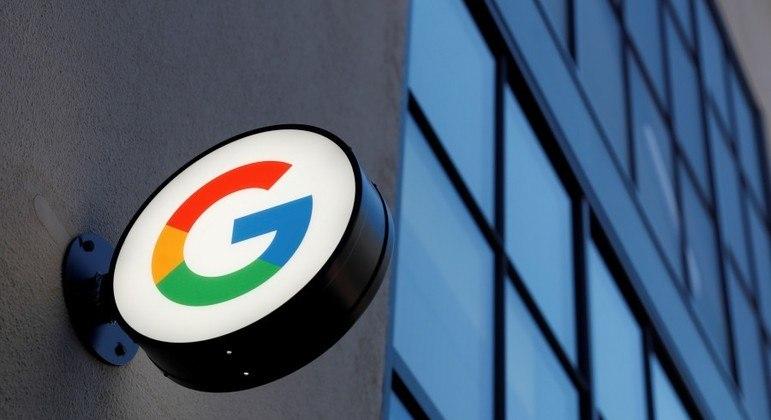 Google é acusado de gravar e divulgar conversas privadas de usuários que acionaram assistente de voz no celular