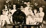 O animal também se tornou popular na vila, brincando com crianças e passeando. Segundo Margaret, em entrevista ao jornal Gloucester Live, ele frequentemente gostava de visitar o sapateiro e