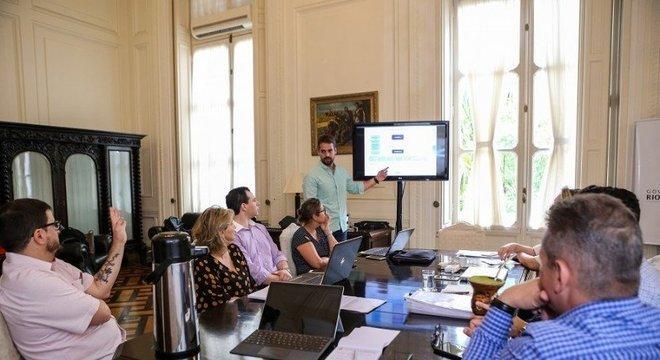 Governador Eduardo Leite esteve reunido com secretários no Palácio Piratini Crédito: Gustavo Mansur / Palácio Piratini / Divulgação / CP