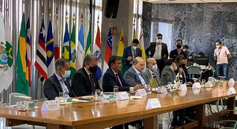 Reunião de governadores para criação de pacto pela democracia