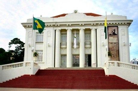 Governo do Acre paga R$ 274 mil por mês a viúvas
