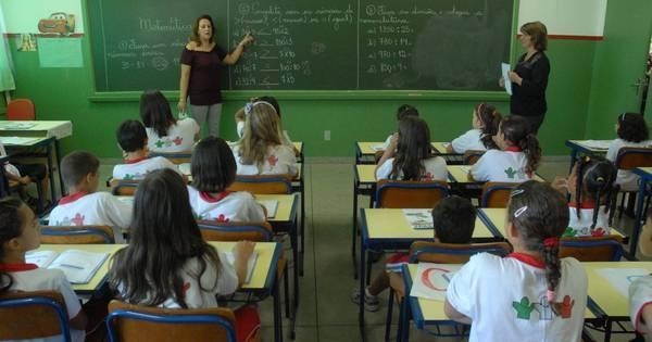 Professores da educação básica terão aumento de 12,84%