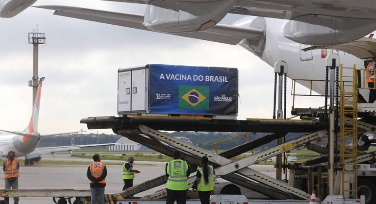 Chegada de insumos da CoronaVac em São Paulo: ministério da Saúde precisa assinar o contrato