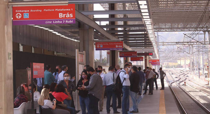 Queda de árvore interrompeu circulação de trens da Linha 7-Rubi da CPTM