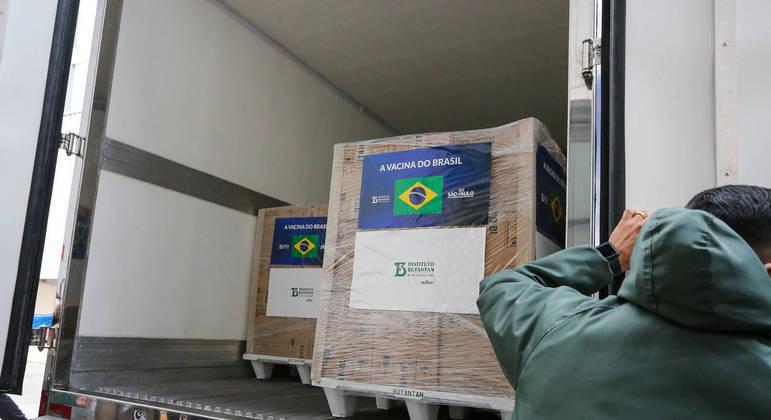 São Paulo recebe mais 1 milhão de novas doses da CoronaVac nesta quarta-feira (12)