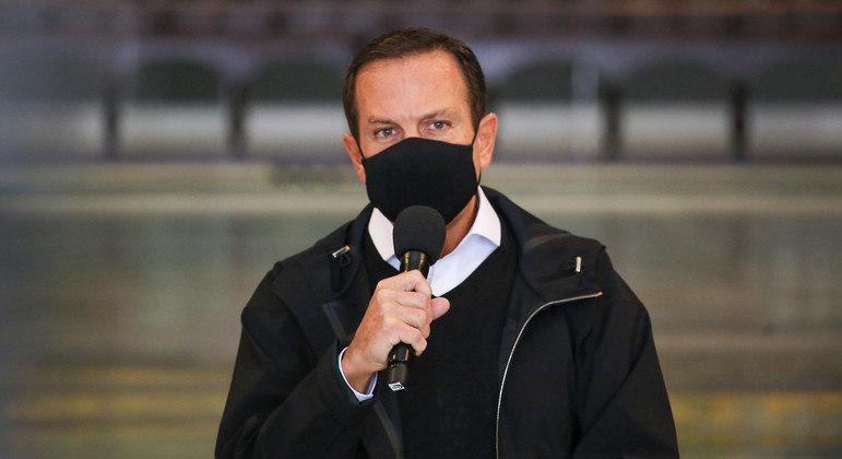 Inquérito policial investiga compra de máscaras sem licitação por governo de SP