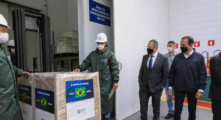 Governo de SP acompanha liberação de novas doses da CoronaVac