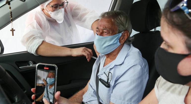 Até agora, 100 milhões de brasileiros já tomaram a primeira dose ou dose única da vacina