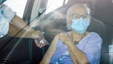 Mortes de idosos com mais de 90 anos caem 50% após vacinação