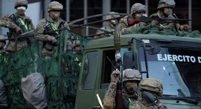 Governo da Bolívia realiza eleições em meio a forte esquema de segurança