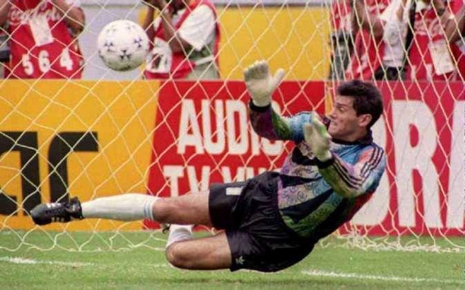 Goycochea: decisivo pela seleção argentina e River Plate, Goycochea se destacou ao defender vários pênaltis na Copa de 1990 e classificar a Argentina para a final. Sua fama após o mundial cresceu muito por conta da sua facilidade em acertar aonde os batedores colocariam a bola.