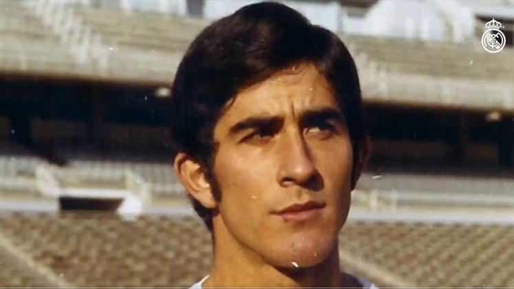 Goyo Benito, ídolo do Real Madrid, morreu em abril, aos 73 anos, em decorrência da Covid-19. O zagueiro defendeu o clube por treze temporadas (1969-1982) e conquistou vários títulos com os Merengues.