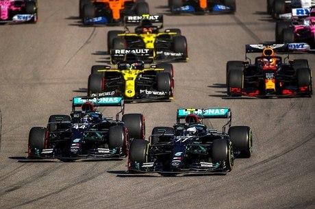 Hamilton largou na frente, mas Bottas  venceu