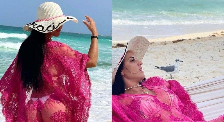 Graciele Lacerda com look transparente em praia de Cancún, no México