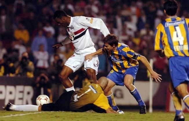 Grafite - O atacante foi campeão paulista, da Libertadores e do Mundial de Clubes em 2005, pelo Tricolor.