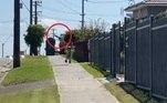 O registro do ataque aéreo foi filmado porWayne Sherwood, o pai da criança