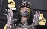 Billie Eilish usou uma máscara combinando com a roupa