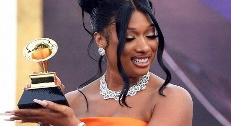 É o segundo Grammy da noite para a jovem de 26 anos