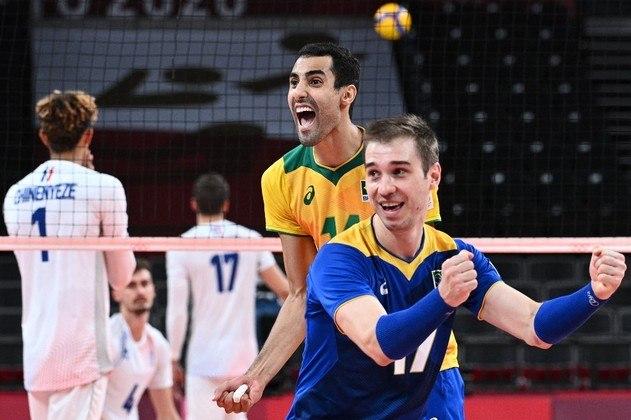 O grande jogoBrasil e França se enfrentaram na primeira fase do torneio masculino de vôlei e as seleções protagonizaram, durante quase três horas, um jogão. A equipe do líbero Thales e Douglas (na foto) venceu por 3 sets a 2 e garantiu a classificação às quartas de final