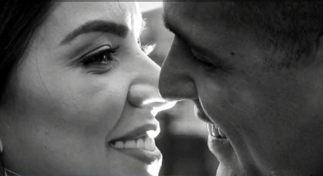 Jessica e o noivo Flavio em um ensaio fotográfico antes do casamento