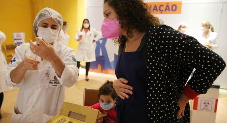 São Paulo inicia vacinação da 2ª dose em grávidas e puérperas que tomaram AstraZeneca