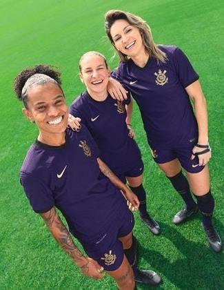 Grazi, Cacau e Gabio Zanotti mais uma vez em destaque. Pela primeira vez um clube da elite brasileira faz lançamento de uniforme com o time feminino.