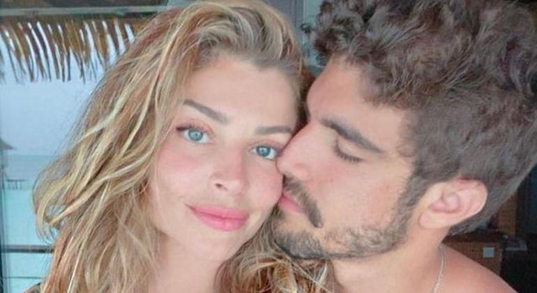 Grazi Massafera e Caio Castro separam desapegos para doação
