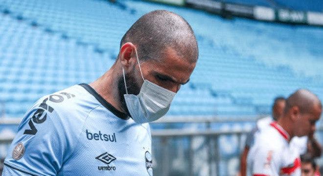 O Ministério da Saúde aprova a volta do futebol. Sem público