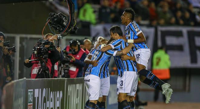 O gol que calou o estádio Monumental. Com 60 mil torcedores do River Plate
