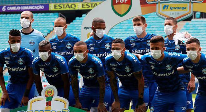 Grêmio avisou em nota oficial. Jogadores aceitaram 'readequação salarial'