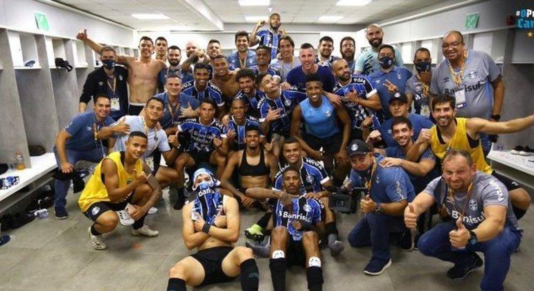 Farra dos jogadores do Grêmio, no vestiário do Morumbi. Finalistas da Copa do Brasil