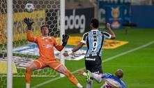 Grêmio vence o Bahia, respira no Brasileirão, mas segue no Z4