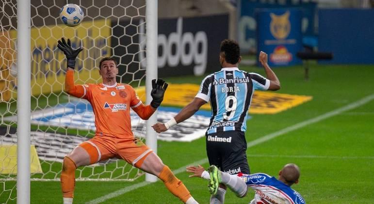 Borja abre o placar, Grêmio vence o Bahia por 2 a 0 e sai da vice-lanterna do Brasileirão