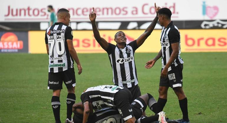 Em partida repleta de reviravoltas, Ceará vence o Grêmio em estreia no Brasileiro