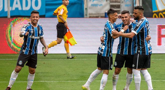 Jogadores do Grêmio comemoram gol marcado sobre o Vasco