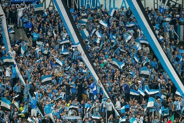 GRÊMIO - Em 2003, outro time que sofreu no ano do centenário foi o Grêmio. O clube lutou até a última rodada para escapar do rebaixamento no Brasileirão, ficando na modesta 20ª posição. Além disso, foi eliminado nas quartas-de-final da Copa Libertadores para o Independiente de Medellin. No Gauchão, uma campanha ruim, caindo na primeira fase.