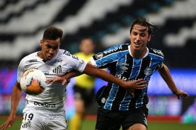 Grêmio - Sobe: A marcação pressão ofereceu perigo ao Santos várias vezes e não deixou que os visitantes tivessem paz na saída de bola. / Desce: Faltou alguém para desequilibrar o jogo, não conseguindo acionar os homens de destaque do time.