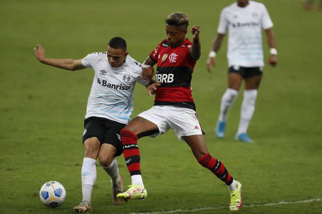GRÊMIO - SOBE - Ferreirinha conseguiu fazer uma grande partida atuando pelo corredor esquerdo e fez Isla ser inoperante em campo. DESCE - Muitas faltas cometidas. Foram 4 cartões amarelos recebidos pelo time do Grêmio.