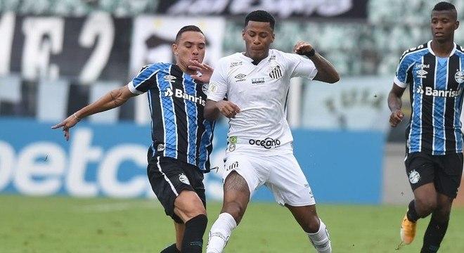 Grêmio - Sobe: O time tricolor mostrou um bom repertório em bolas paradas e o gol saiu após bela troca de passes/ Desce: O ataque teve muita dificuldade para furar a defesa do Santos, além de muitas falhas da defesa tricolor.