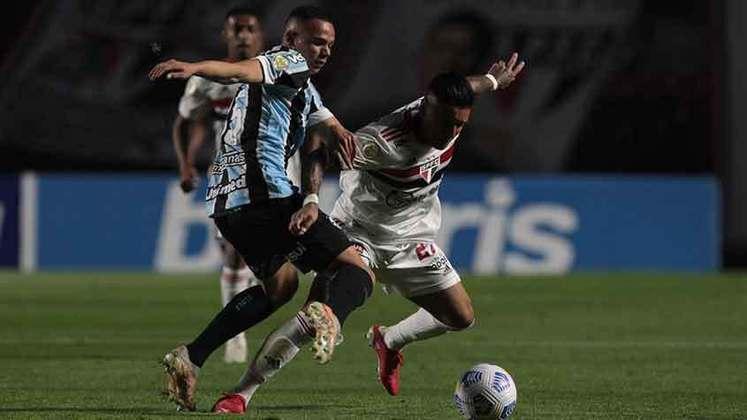 Grêmio - Sobe: Usaram bem a velocidade dos meias e pontas para incomodar o trio defensivo do São Paulo e foi assim que criaram as melhores chances. / Desce: Faltou ficar mais com a bola em certos momentos e não desperdiçar entregando a posse de graça para o São Paulo.