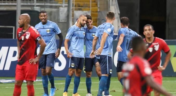Thaciano marcou gol da vitória do Grêmio, aos 31 minutos do 2º tempo