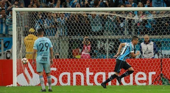 Grêmio não teve trabalho para vencer Tucumán também no jogo de volta