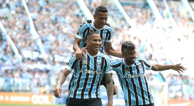 Jael comemora gol em vitória sobre o Corinthians em Porto Alegre: fase de grupos